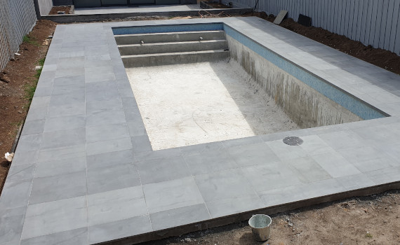 swimming pool tiler
